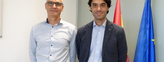 Image of (from the left to right) Guerau Carné, general manager of Array Plastics; and Rodrigo Madrazo, general manager of COFIDES