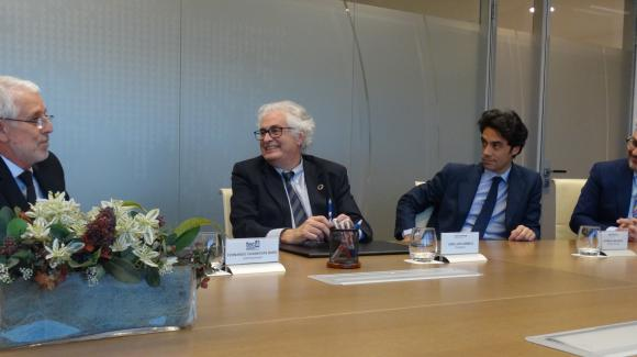 Image of Fernando Casanovas, CEO of TEC CUATRO, together with José Luis Curbelo, Rodrigo Madrazo and Miguel Ángel Ladero, from COFIDES, during the signing of the agreement